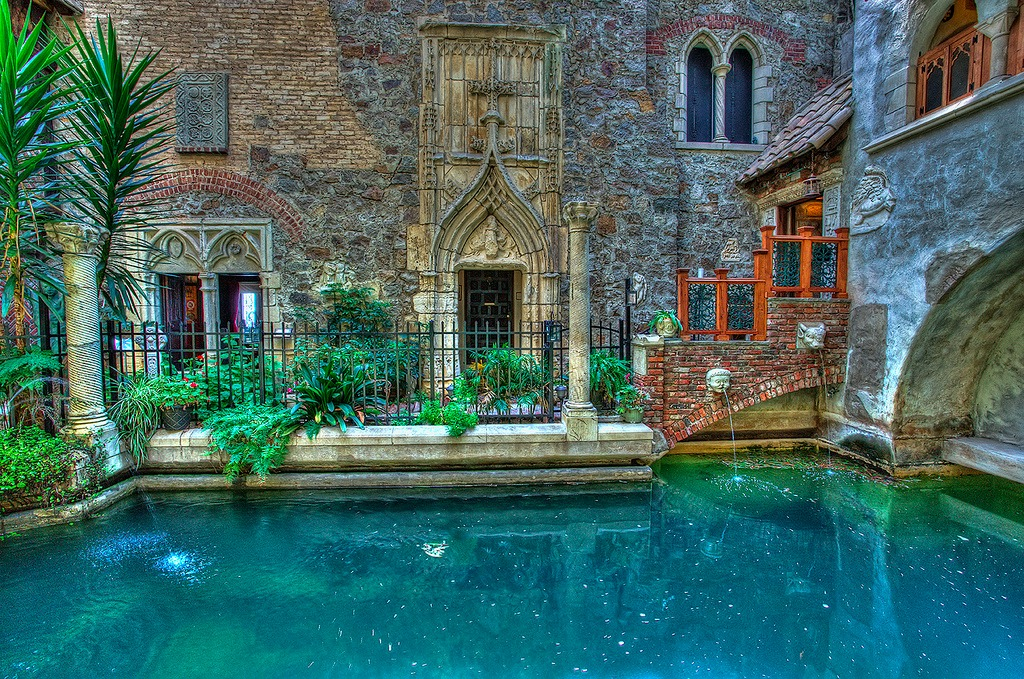 scottys castle courtyard - 800×530